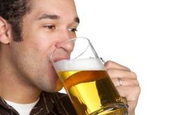 Чрезмерное потребление алкоголя как причина возникновения панкреатита у мужчин