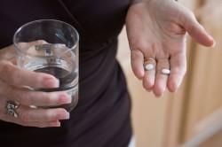 Прием таблеток для растворения камней в поджелудочной железе