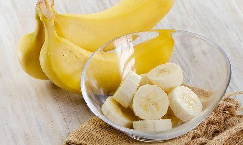 Для лечения детей старше 10 лет дополнительно можно использовать мякоть банана