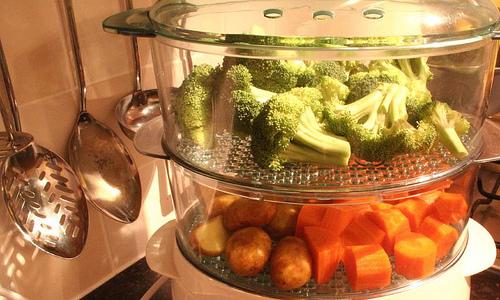Готовить продукты следует на пару с минимальным добавлением соли и специй