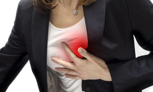 В редких случаях патология железы сопутствует возникновению болезней сердца, провоцируя тахикардию и аритмию