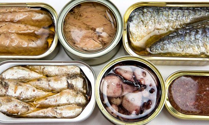Диетологи рекомендуют устранить из рациона консервы