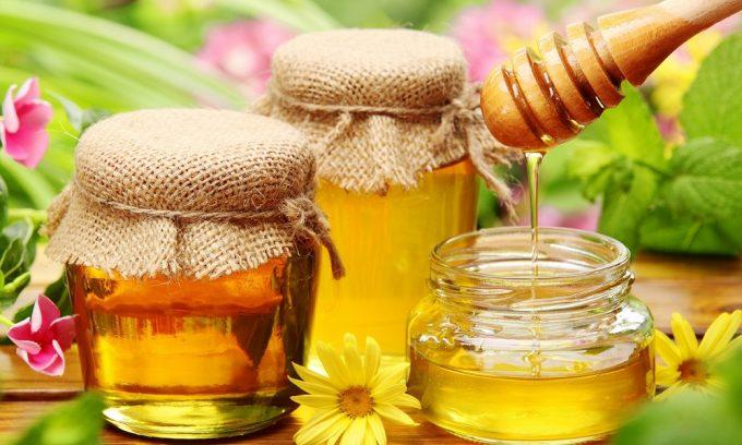 При панкреатите необходимо включить в рацион мед