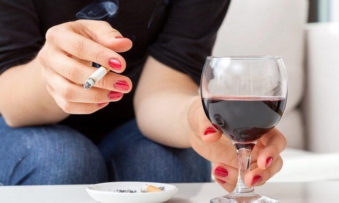 Ускорить развитие патологии может курение и употребление алкогольных напитков