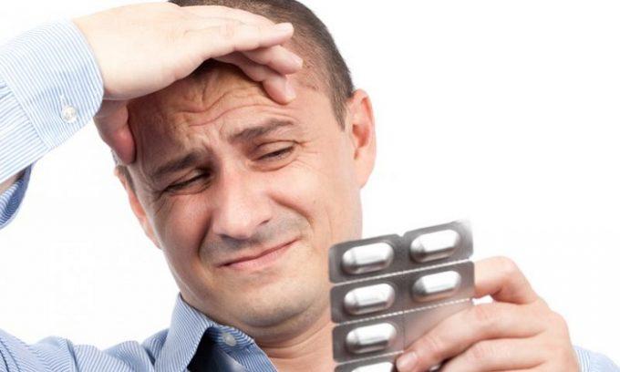 Если столь тяжелый недуг не имеет осложнений, то больному сначала проведут консервативное лечение, которое включает в себя назначение антибактериальных препаратов широкого спектра действия