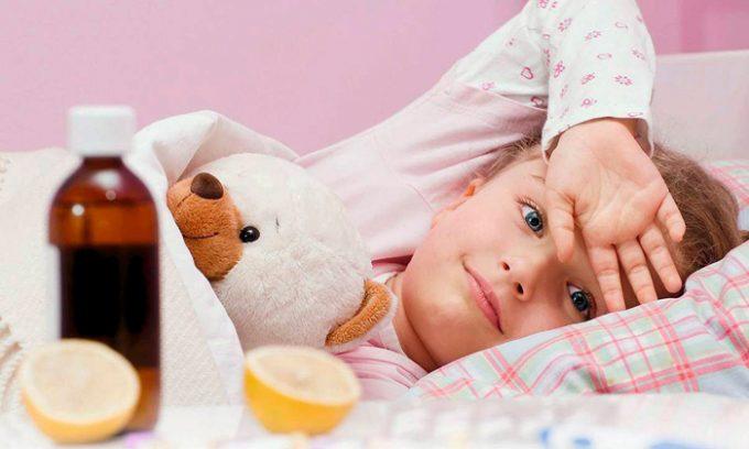 Больному ребенку предписывается постельный режим и диетическое питание.