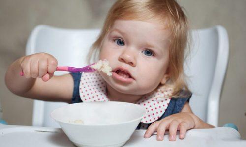 Овсяные зерна и хлопья допускается использовать в качестве дополнения к медикаментозному лечению патологий поджелудочной железы у детей. Однако нужно учитывать, что ребенку требуется меньшая дозировка, чем взрослому