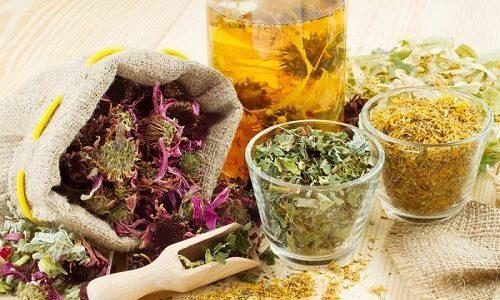 Легко снять воспаление при заболевании поможет сбор из ромашки, перечной мяты, календулы, липы и фиалки трехцветной