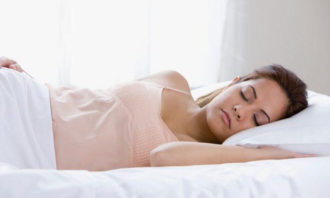 Бананы стабилизируют функционирование центральной нервной системы, оказывают успокаивающее влияние, улучшают сон