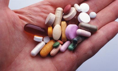 В схему терапии включаются различные препараты, оказывающие действие на функции пищеварительной системы
