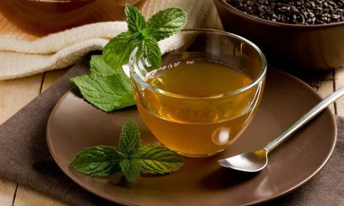 Зеленый чай богат витаминами, поэтому благоприятно воздействует на поджелудочную железу, снимает воспаление, устраняет симптомы болезни