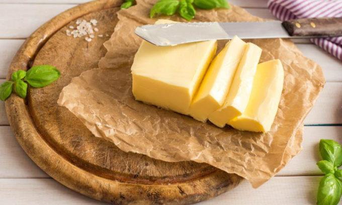 Правильная диета полностью исключает такие жирные молочные продукты, как сливочное масло и сметана