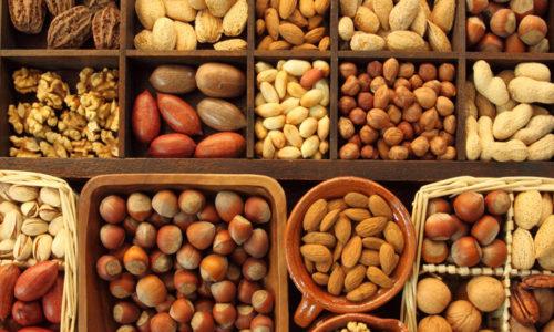 Орехи при панкреатите часто включают в диету, потому что они обеспечивают защиту клеток, предотвращая воспалительные процессы и снижая уровень вредного воздействия на молекулярном уровне