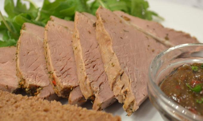 Основой питания должна стать отварная говядина - на ней готовятся практически все супы даже для здоровых людей