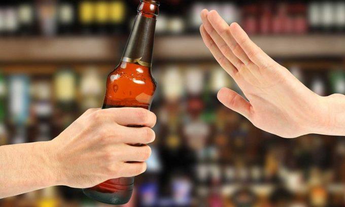 Чтобы снизить риск развития заболеваний поджелудочной железы, нужно отказаться от алкоголя