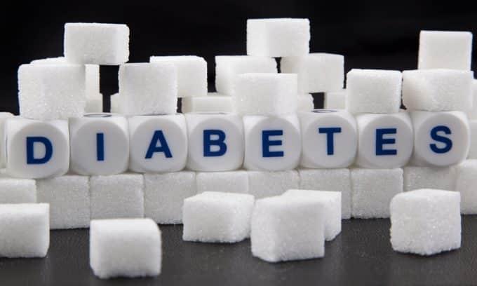 При сахарном диабете поджелудочная железа не вырабатывает достаточное количество инсулина и испытывает постоянную нагрузку