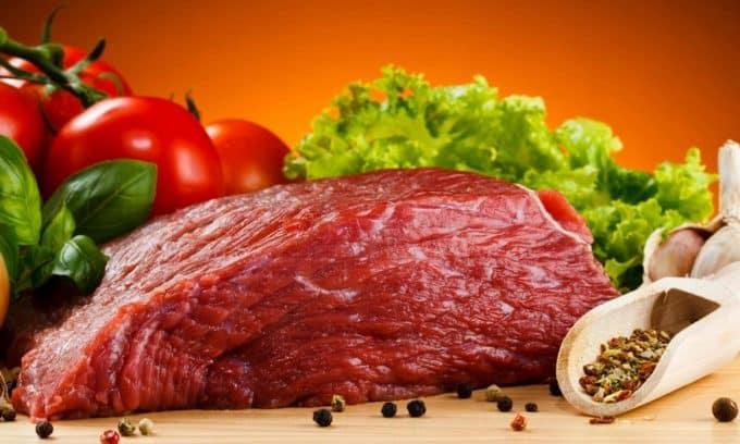 Больному органу требуется разгрузка, необходимо исключить из меню жирное мясо